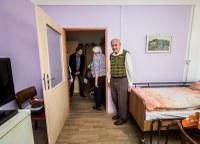 Lidem v charitních domech se žije lépe