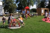 Na Černé louce je nové dětské hřiště