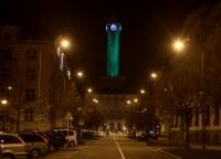 Radniční věž se oblékne do zelené