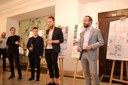 Primátor Tomáš Macura zahajuje výstavu architektonických návrhů.