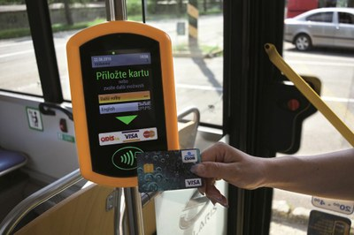 Number of card payments in Ostrava public transport is skyrocketing even after two years