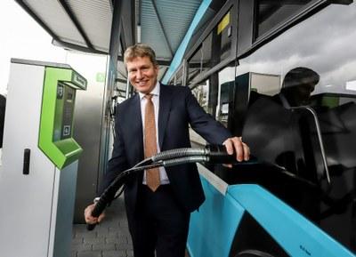 Autobusy díky nové plničce na CNG ujedou denně o 500 km méně