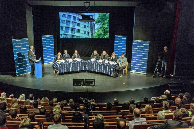 Debatu o centru uvidíte v TV Polar