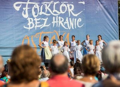 Folklor bez hranic vyvrcholí na hradě