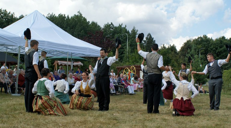 Folklor z Chodska a Itálie roztančil Domov Slunečnice