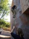 Jednou z atrakcí Loděnice je horolezecká stěna.