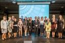 Společný snímek oceněných s náměstkyní primátora Andreou Hoffmannovou a zastupitelem a předsedou komise pro vědu, vzdělání a výzkum Janem Veřmiřovským.
