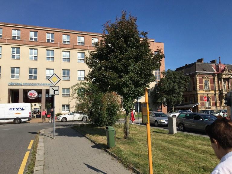 Placené parkoviště před Městskou nemocnicí Ostrava končí