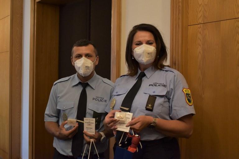 Ocenění strážníků, kteří pomohli zachránit život