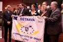 Zástupci města Ostravy s vlajkou Evropského města sportu 2014. Foto: David Těšínský