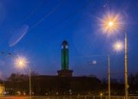 Radniční věž se oděla do zelené