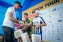 Ceny cyklistickým nadějím předával legendární hokejový brankář Domnik Hašek.