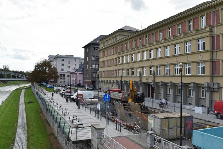 Úpravám břehu Ostravice u Havlíčkova nábřeží předchází rekonstrukce vodovodu a kanalizace