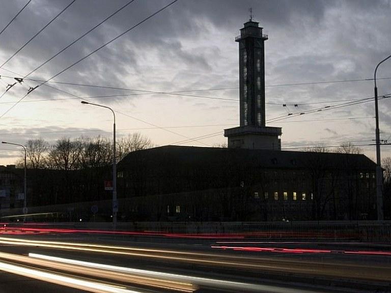 Pro vzpomínku na Karla Gotta zhasne radnice i Bolt Tower