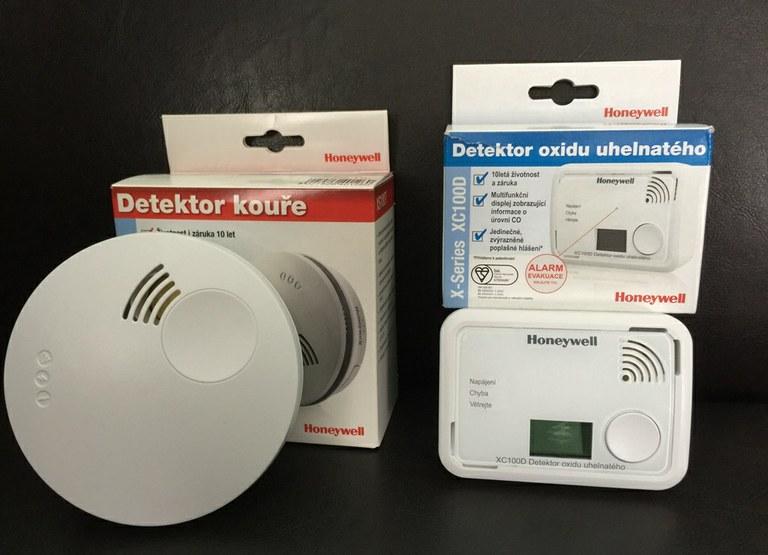 Odpovídající norma pro tyto detektory je EN 54-7 Hlásiče kouře eventuálně EN.