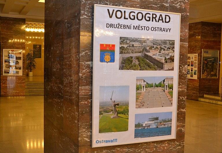 Výstava Soudobý Volgograd ve vestibulu radnice