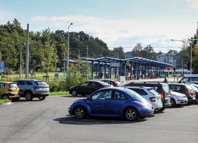 Vznikají nová parkoviště, centru se uleví
