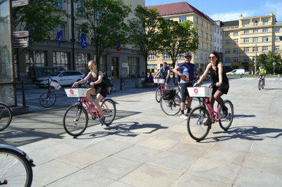 Shared pink bicycles a new hit in Ostrava